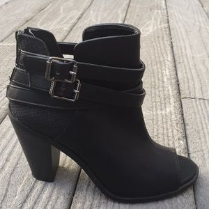 Vera Wang black peep toe strappy ankle boots